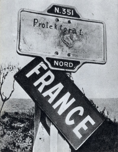 Судьба, уготованная Франции фашистами. На пограничном столбе надпись «Протекторат»
