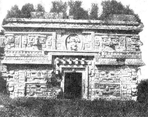Часть одного из храмовых зданий майя в Чичен-Ице, так называемый