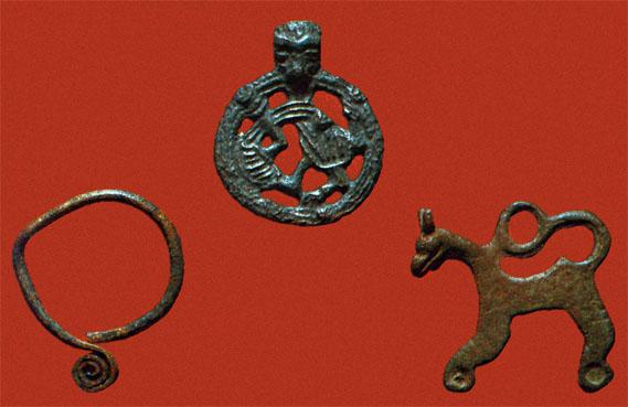 Украшения из Старой Ладоги: спиралеконечное славянское височное кольцо...