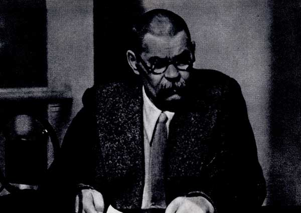 А.М. Горький произносит речь по радио, адресованную антивоенному конгрессу. Москва. 1932 г.