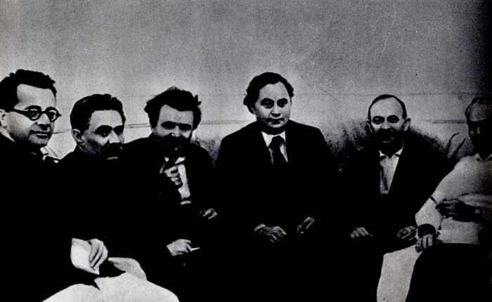 Секретариат ИККИ, избранный на VII конгрессе Коминтерна. Справа налево: В. Пик, О. Куусинен, Г. Димитров, К. Готвальд, Д. Мануильский, П. Тольятти. 1935 г.
