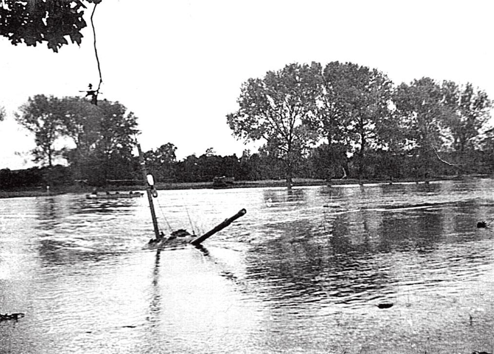 Оттачивалось мастерство вождения танков в ходе преодоления водных преград на реке Одер. Через несколько минут экипаж должен быть готов к бою