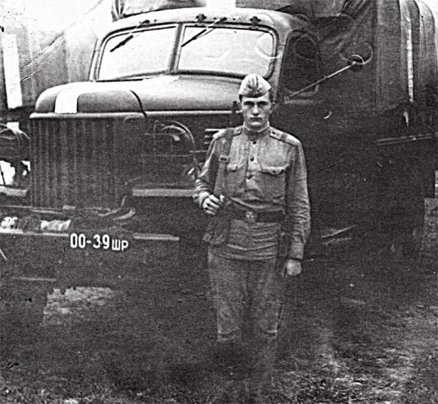 Бондаренко В.И. в дни своей службы