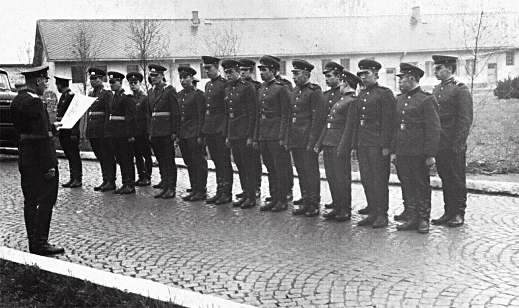 Командир вч пп 58294 Ткачев объявляет Приказ №242 Министра обороны Гречко от 17.09.68, ЧССР г. Брунталь, ноябрь 1968 г.