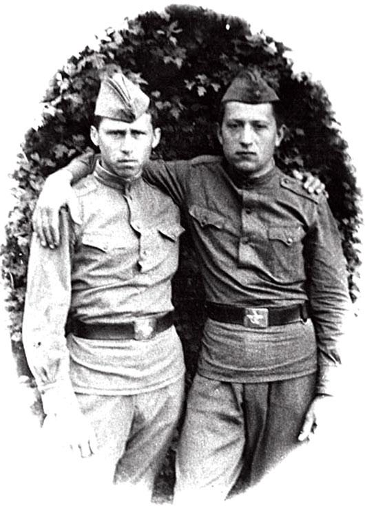 На фото слева - Тимошенко Ю.М. 1968 год