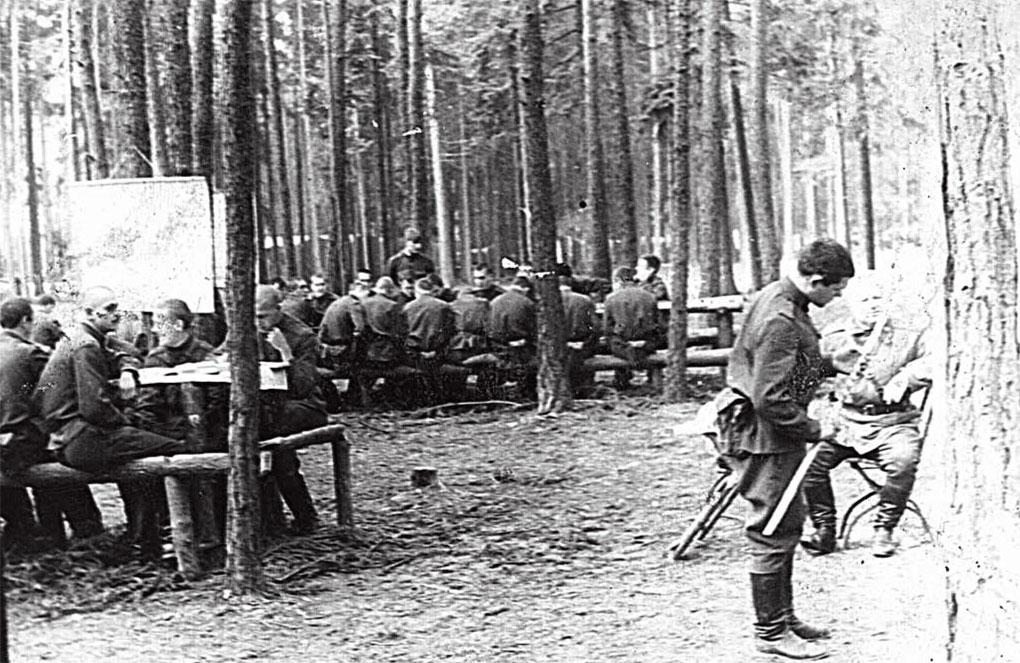 ... 'Крайние' политзанятия в лесу 20 августа 1968 года