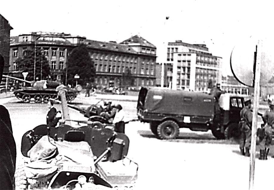 В центре Праги, в первые дни проведения операции 'Дунай'