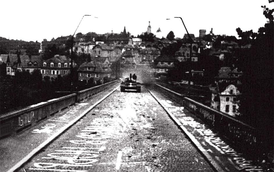 Следуя приказу, захвачен мост, на котором остались только надписи...