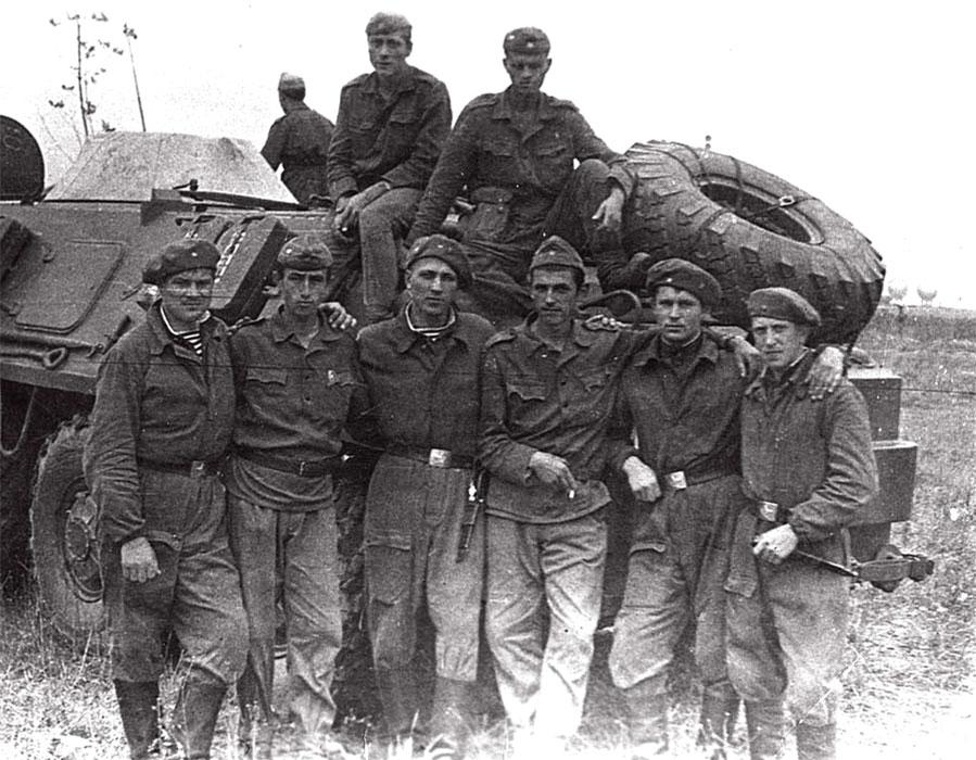 Чехословакия, район Пражского аэропорта. Совместное выполнение боевых задач с солдатами Болгарской Народной армии, 27.08.1968 год (Власов А. в первом ряду, в центре)