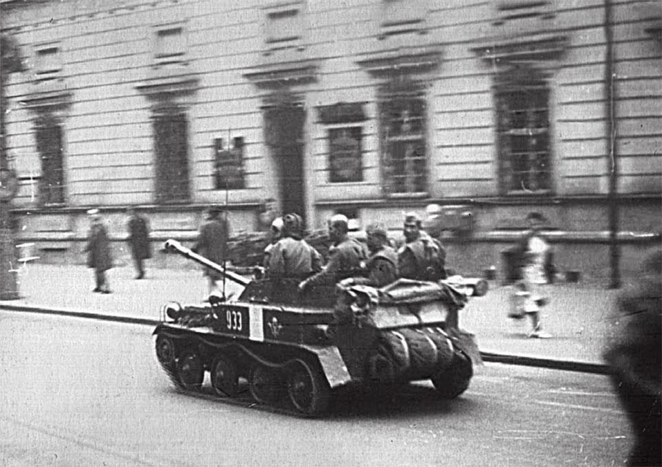 Боевая техника на улицах Праги