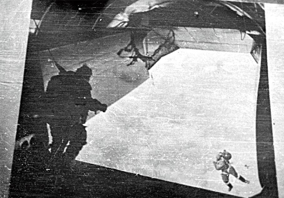 В ряде случаев выполнение боевых задач в ВДД начиналось с неба...