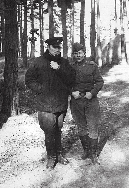 Лес под Ческе-Будеевице. Слева Головченко, справа Малый Е.Н. 1968 г.