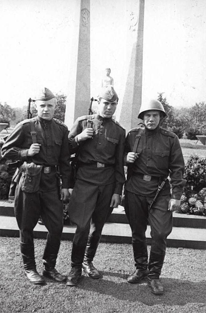 На фото слева Горин Анатолий