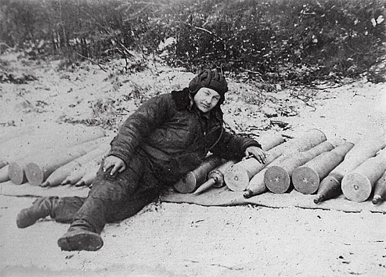... Всегда в боевой готовности... Наводчик орудия танка Бабанский И.И.