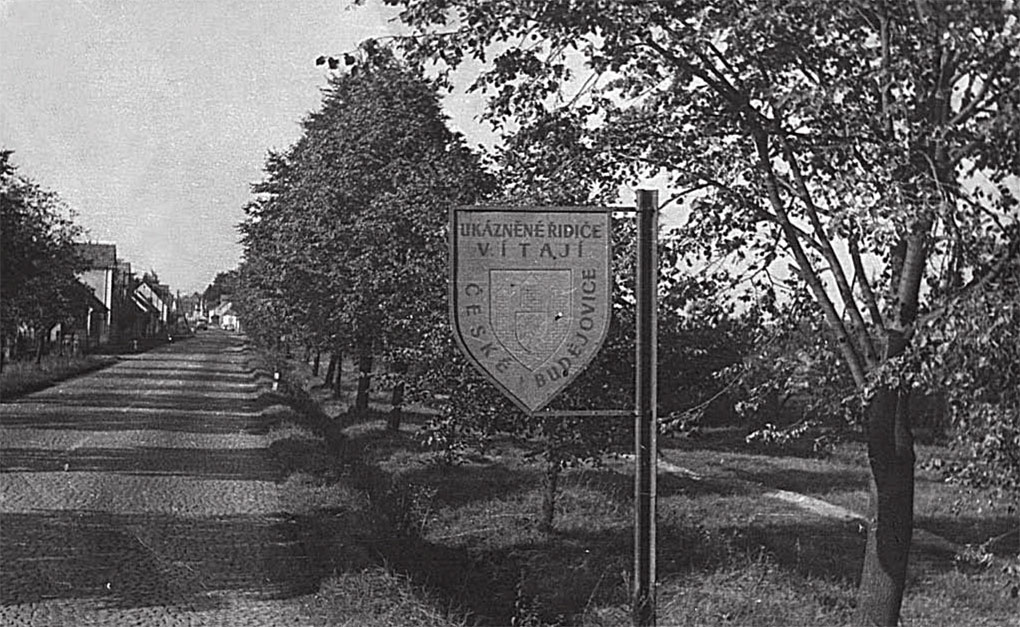 По этой дороге входили в город Ческе-Будеевице, где наши войска перекрывали проход войскам НАТО со стороны австрийской границы