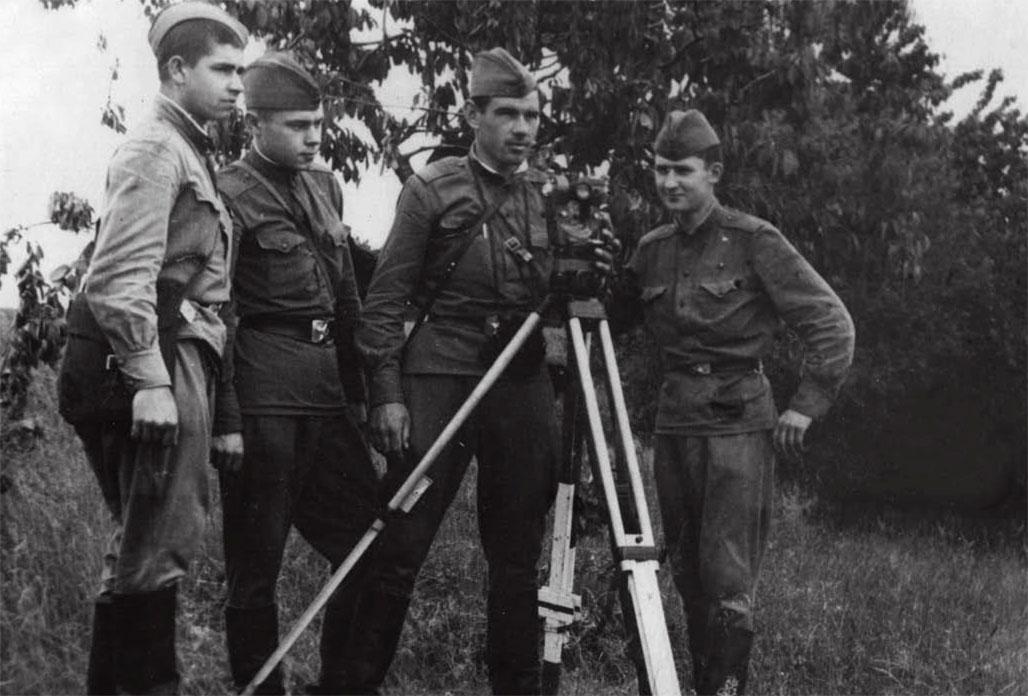 На полевых занятиях перед вводом войск в Чехословакию. Крайний справа - А. Радуль