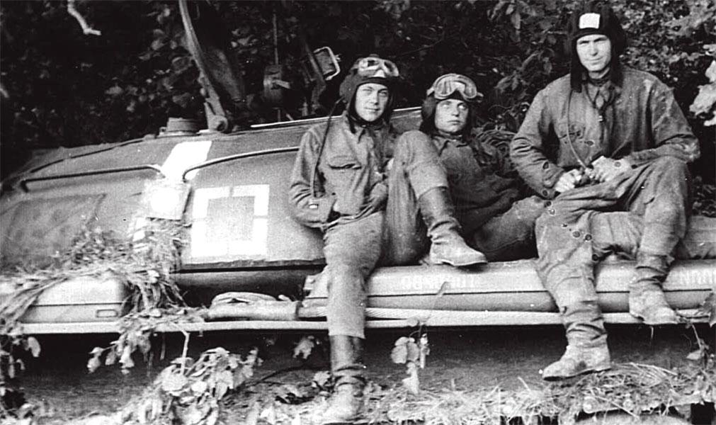 Экипаж танка Т-55, участвовавшего в блокировании мотострелкового полка ЧНА, август 1968 г.