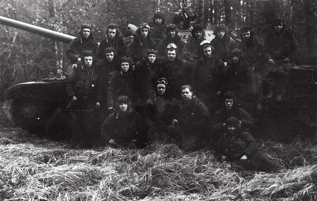 Танкисты 3-й танковой роты 1-го батальона, командир роты ст. лейтенант Никифоров (в первом ряду в центре). Конец сентября 1968 года, район г. Пльзень