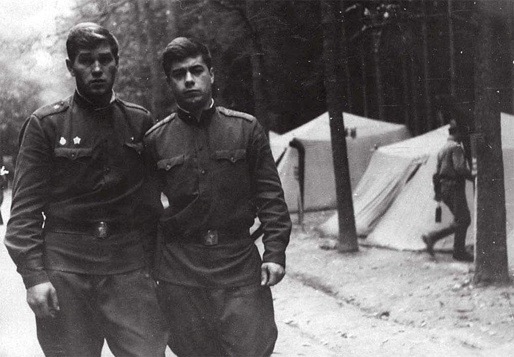 Чехословакия 1968 год, слева Самсоненко Алексей, справа Козачук Юрий