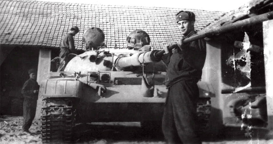 Перед выездом на танкодром для боевых стрельб. ПрикВО, район Мукачево. Весна 1968 года
