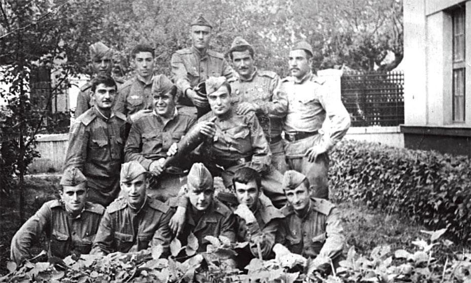 За два месяца до ввода войск, в ходе проведения совместных учений 'Шумава' на территории Чехословакии. Там случайно встретил солдата Болгарской Народной армии, армянина по национальности - Бабика Погосянца (в первом ряду в центре)