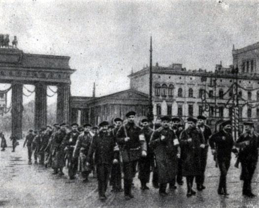 Спартаковцы выдвинули лозунг социалистической Германии и не признавали власть рейхсканцлера, назначенного Максом.