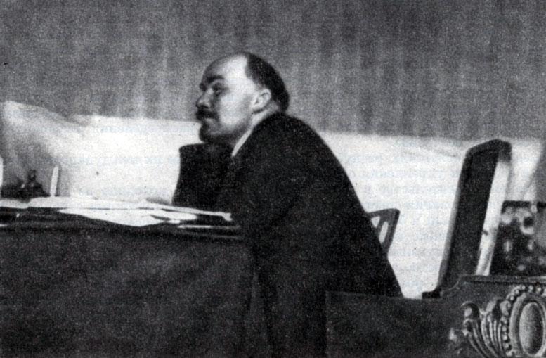 В. И. Ленин на заседании Пленума ЦК РКП(б) в октябре 1922 г. Фотография.