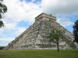 История племени майя не перестает